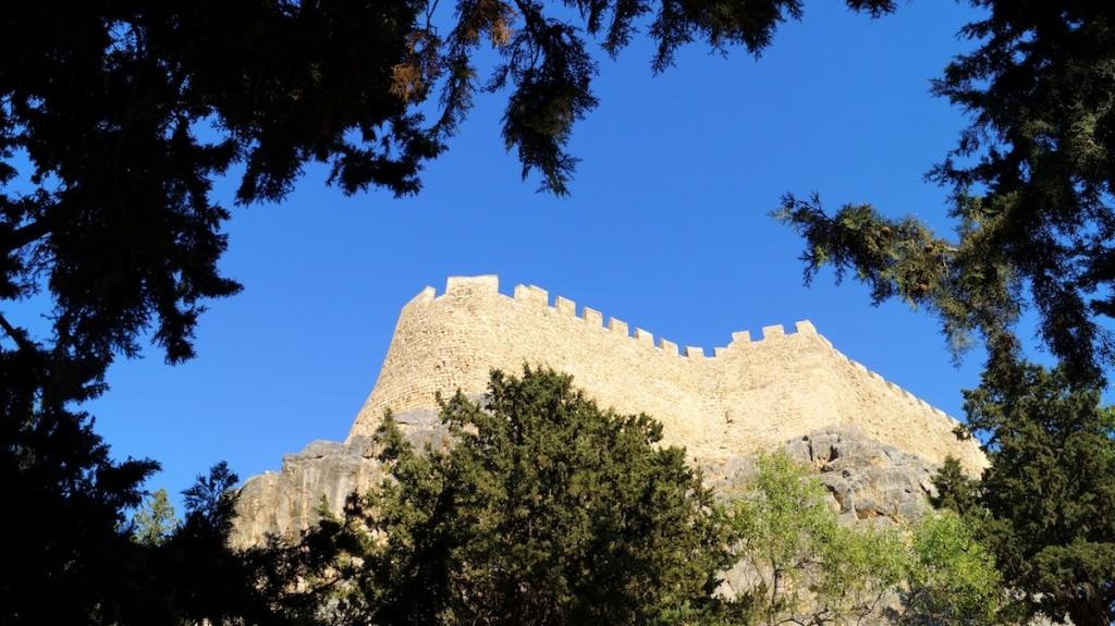 Vista dal basso dell'Acropoli di Lindos