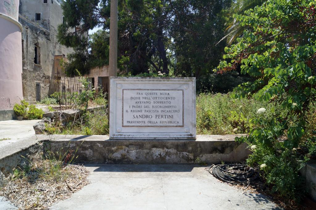 Ingresso del carcere di Santo Stefano